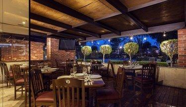 Bar com esplanada Hotel Urban Aeropuerto Ciudad de México Cidade do México