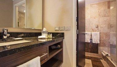 Quarto de banho standard room Hotel Urban Aeropuerto Ciudad de México Cidade do México